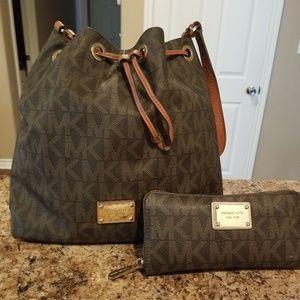 Michael Kors drawstring shoulder bag with wallet